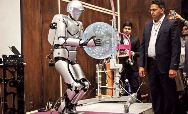 伊朗机器人先进吗?伊朗最新仿人机器人啥都会!
