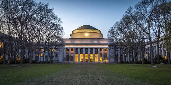 哈佛和麻省理工学院决定改用在线课程,春假后学生不应重返学校!
