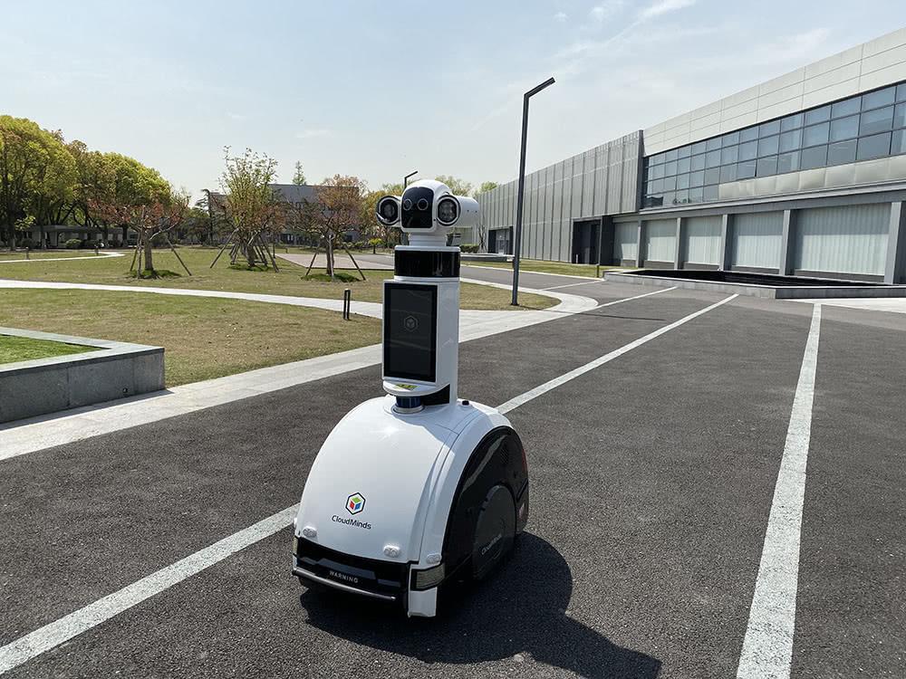 中国首批消毒灭菌机器人在上海马桥AI创新区量产!