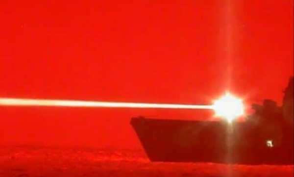 美国海军试验激光武器,3秒击落无人机