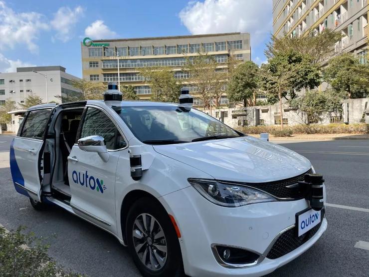 搭到一辆「真无人」的无人驾驶出租车是什么体验?丨新智驾实测
