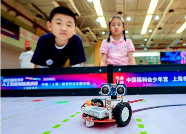 """小少年展开人工智能""""大比拼"""""""